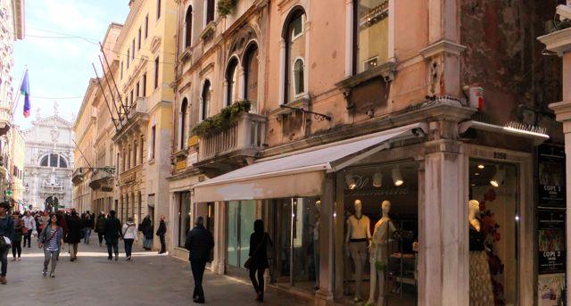 Vendita negozi a venezia for Negozi arredamento venezia